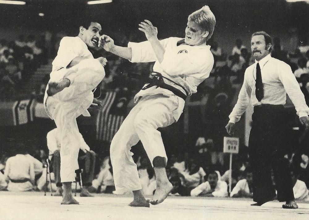 Tanaka Sensei mødte b.la Steen Munk der fik Tanaka Sensei's favorit teknik at mærke - Jodan Mawashi-geri. Steen er bror til Peter Munk, der tilbage i 80'erne var et meget stort navn i Dansk Karate.