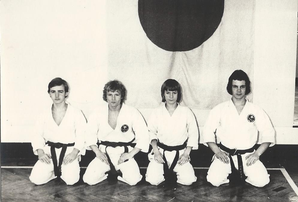 Fra de gamle arkiver: Fra lørdagstræning 1975 i Sporting Karate. Fra venstre Jan Enestrøm, Lars Nissen, Frank Sabro og Jesper Palm Lundorf