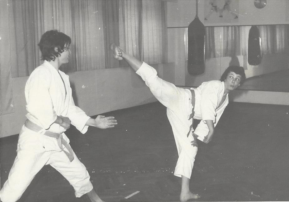 Fra de gamle arkiver: Lørdagstræning 1974 i Sporting Karate, Gothersgade. Michael Rommedahl og Jesper Palm Lundorf. Var lige blevet gradueret 2.kyu dengang